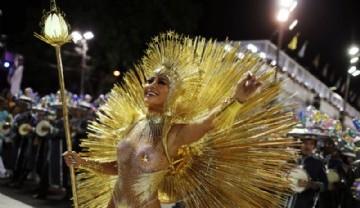 Creatividad frente a la crisis.Las fotos de la primera noche del Carnaval de Río de Janeiro