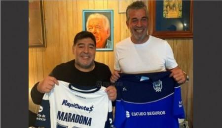 Impacto visual con la llegada de Diego Armando Maradona al Club Gimnasia y Esgrima de La Plata