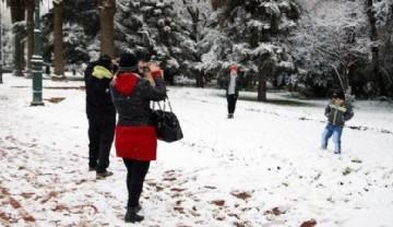 La ciudad de Mendoza amaneció con nieve: hermosa postal que no ocurría desde 2013