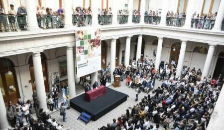 Entrega de diplomas a destacados alumnos graduados FBA UNLP