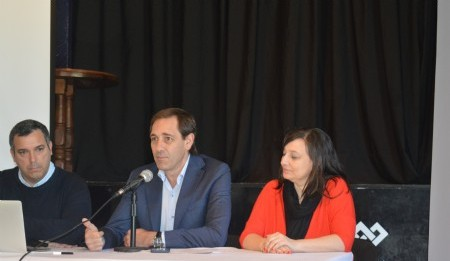 El Subsecretario de Desarrollo Económico Pablo Alvarez, Intendente de la ciudad Julio Garro  y la Secretaria de desarrollo Urbano y Económico Ileana Cid presentando la Marca Destino