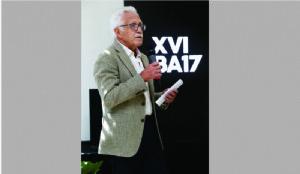 Carlos Sallaberry presentando la XVI Bienal
