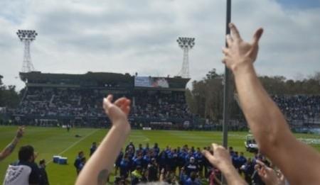 Y fue fiesta... ver al 10, Diego Armando Maradona en La Plata