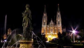 La Plata Nocturna. La Noche y los edificios platenses