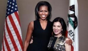 Michelle Obama admira a Barbara Tfank