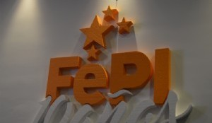 Logo en relieve del evento
