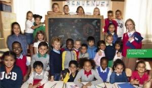 ?Una clase de veintiocho niños. De trece nacionalidades diferentes, procedentes de cuatro continentes. Sonrientes. Con el futuro ante ellos?