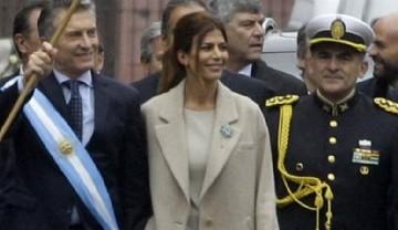 El look sobrio y elegante de Juliana Awada para celebrar el 25 de mayo