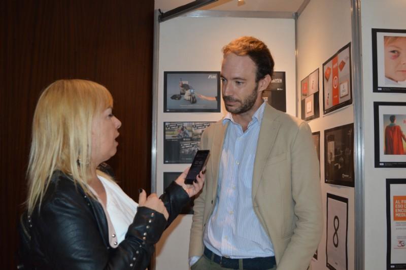 Lic Jiena Cepeda entrevistando a Albert Cambredó