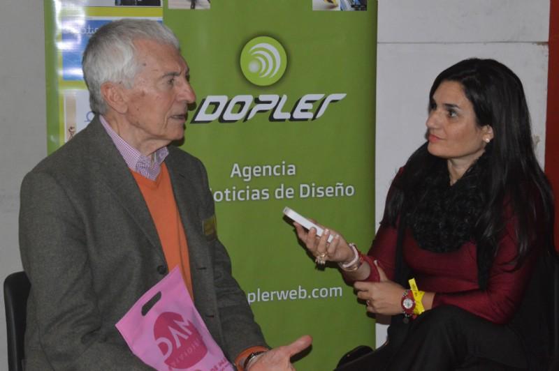 Jorge Frascara impartiendo conocimiento y análisis del diseño. Foto: Dopler Agencia de Noticias de Diseño.  Todos los derechos reservados