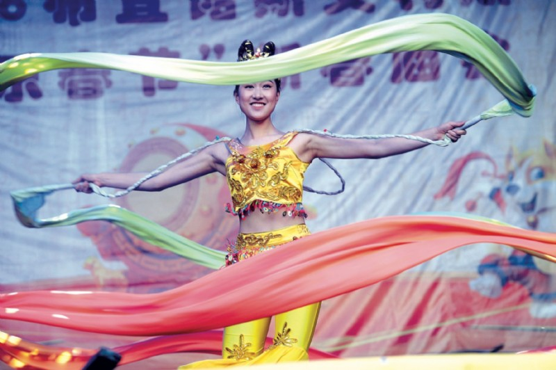 El ballet del Grupo Artístico de la Provincia de Zhejiang brindó un espectáculo majestuoso. (Fotos: Fabián Mattiazzi y Télam.)