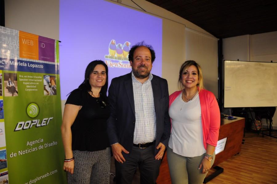 DCV Mariela Lopazzo Directora de Dopler Agencia de Noticias de Diseño y Secretaria de la ADCVBA junto al diseñador Juan Shakespear y la DCV Natalia Ormazabal, presidente de la ADCVBA. Foto DCV Federico Giménez ADCVBA
