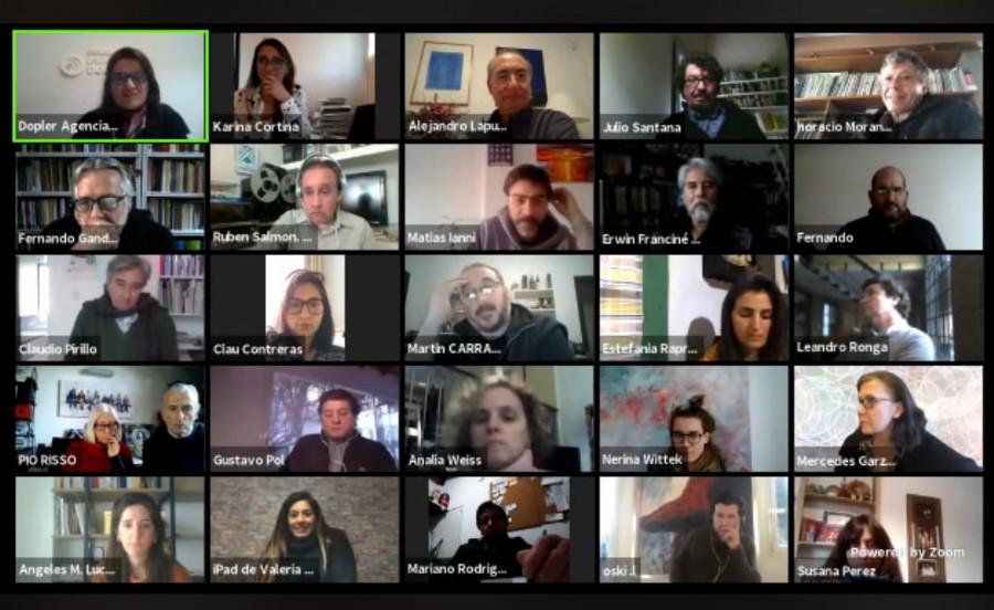 Imágenes de algunos de los participantes del seminario de hoy viernes 24 de julio, del Arq. Alejandro Lapunzina
