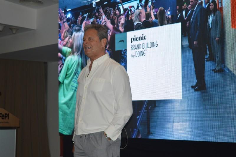 Fernando Vega Olmos: Una marca no deja de ser una solución a una necesidad que la gente tiene