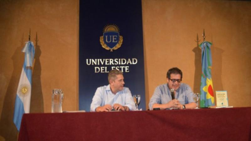 Alberto Arébalos presentó su libro en la Universidad del Este