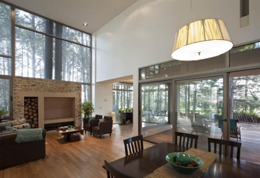El aluminio permite ventanales de gran altura, con marcos esbeltos. Foto: carpinterías Hydro