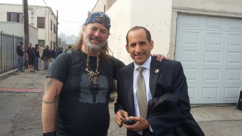 Con Peter Jacobson
