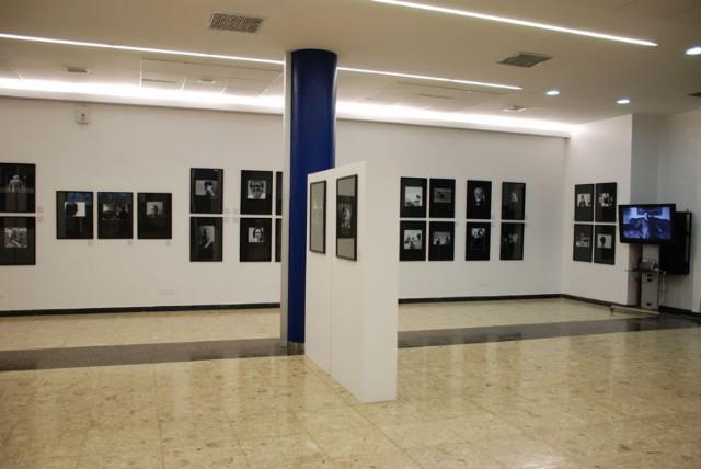 Parte de la exhibición Caras y Caritas, en el Centro de Diseño ORT.