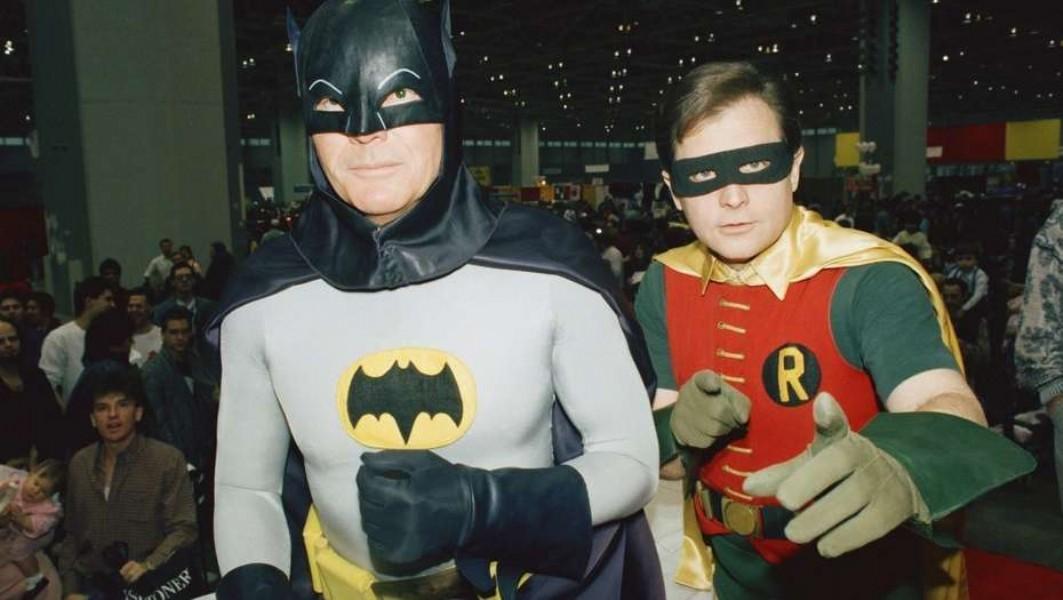 Adam West y Burt Ward en los trajes de Batman y Robin. AP