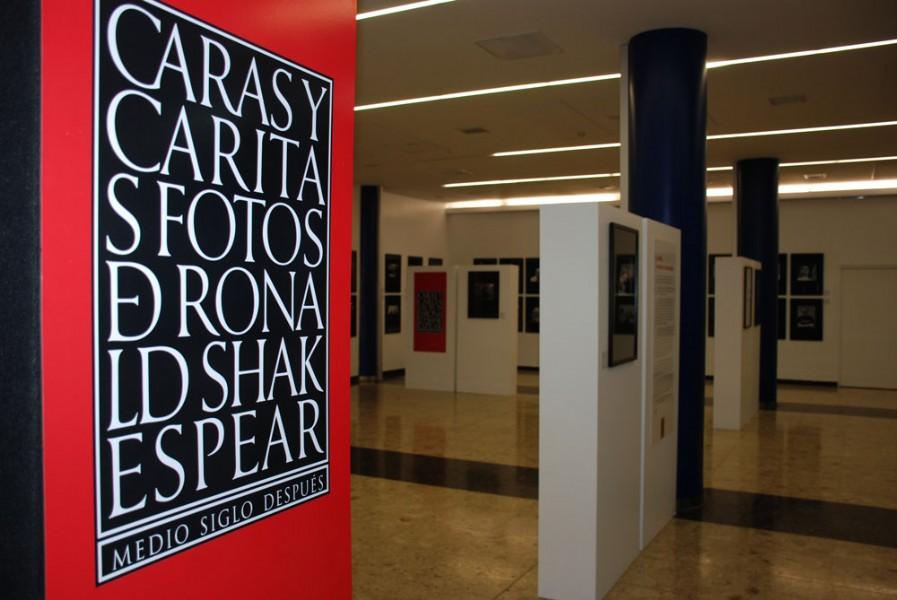 Caras y Caritas, con diseño de identidad original de Rubén Fontana y actualizado en 2015 por Lorenzo Shakespear.