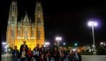Integrantes de Dopler Agencia de Noticias de Diseño con el grupo de Caminando La Plata en una noche mágica