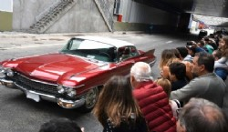 Un Cadillac rojo que se llevó todas las miradas