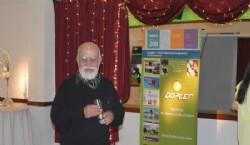Entrega de regalo de la empresa TEC - ART en el evento
