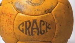 1938, Francia: en el último Mundial antes del parte por la Segunda Guerra Mundial, las pelotas Allen comienzan a inflarse por medio de un pico así no debían descoser el cuero   Fuente: Archivo